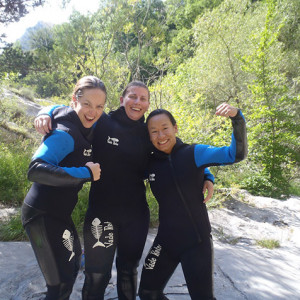 Canyoning girls thumbs up