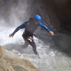 Canyoning Sale Sharks rugby team in the canyon mis
