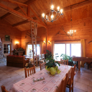 Chalet des Alpages dining room