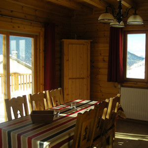 The Counit Chalet near Orcieres ski resort in the Alps dining room