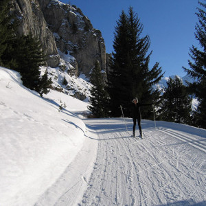 Cross country skiing by cliffs in devoluy