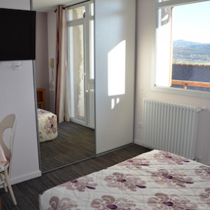 Double room in Les Chenets hotel in the Alps Champsaur