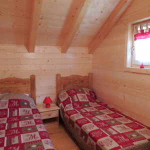Chalet Valrouanne in Ancelle in the French Alps twin bedroom