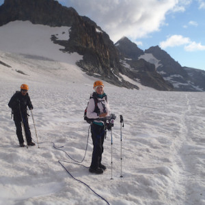 Mountaineering up to the col des ecrins