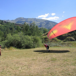 Paragliding learning to take off course in the Alp