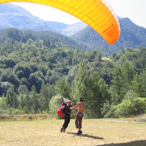 Paragliding learn to fly course in the french Alps