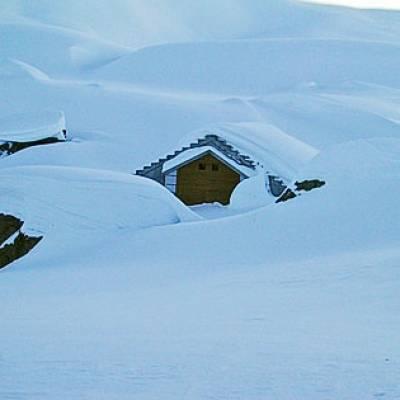 The refuge de Vallonpierre in winter