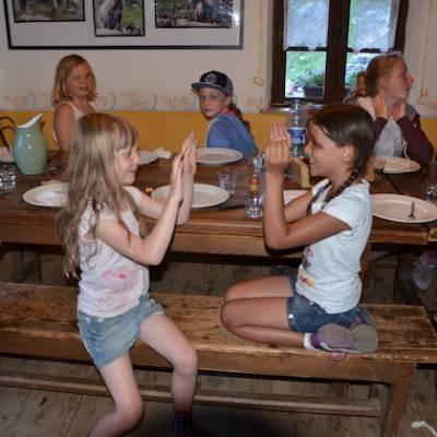 Refuge du Tourond kids playing