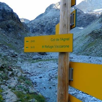 Sign for the Refuge d'Agnel