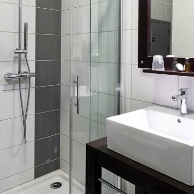AxHotel bathroom