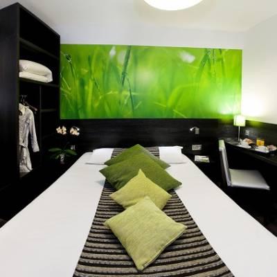 AxHotel bedroom