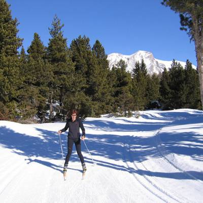 Cross Country skiing in Devoluy lady in black