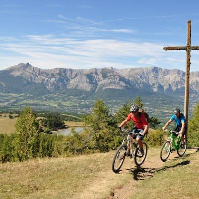Mountain biking above lac de barbeyroux