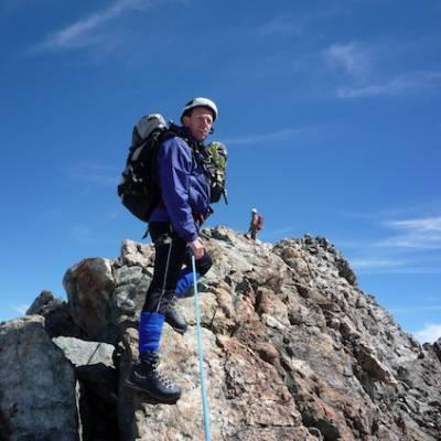 Mountaineering on the ridge of Le Rateau