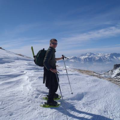 Snowshoeing with view from Palastre