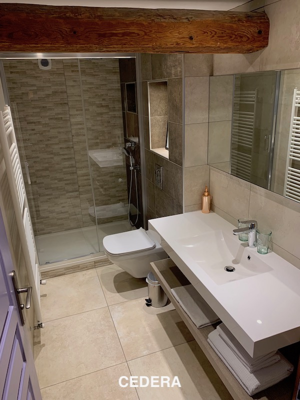 Luxury Farmhouse Guesthouse Cedera Bathoom.jpeg