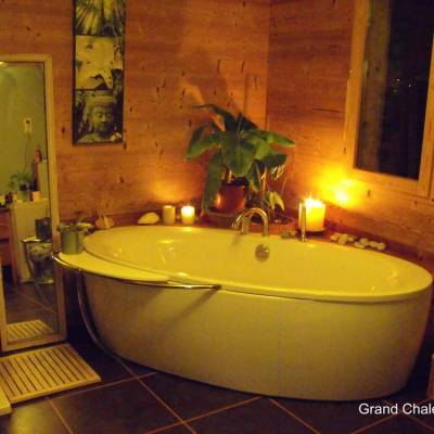 Blondeau-chalet-bathroom-in-the-grand-chalet.jpg