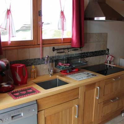 prtit-chalet-kitchen-in-Blondeau-chalet-in-the-French-Alps.jpg