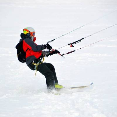 snowkiting winter activity Champsaur Valley.jpg