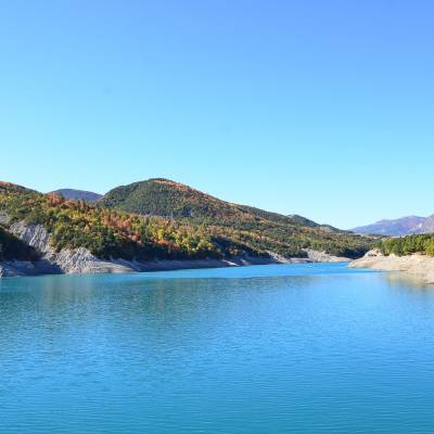 autumn colours around the serre poncon lake in the Alps (1 of 1).jpg