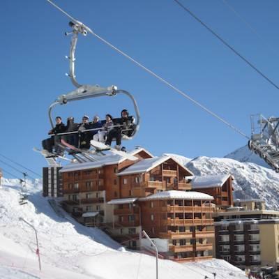 Terraces de la Bergrie next to ski lift