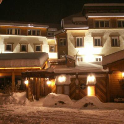 Hotel Les Autanes in winter