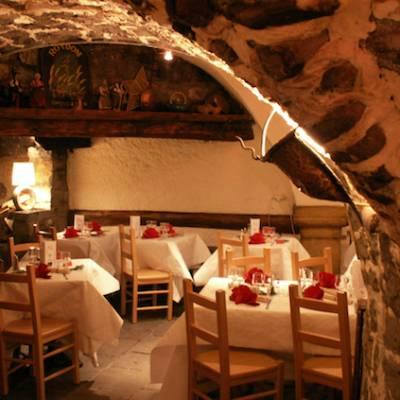 Hotel Les Autanes vaulted restaurant