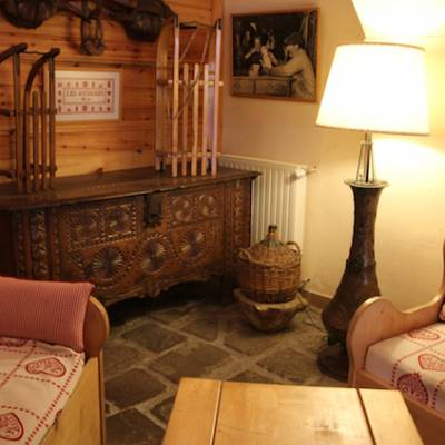 Hotel Les Autanes in Ancelle in the Alps lounge area by bar