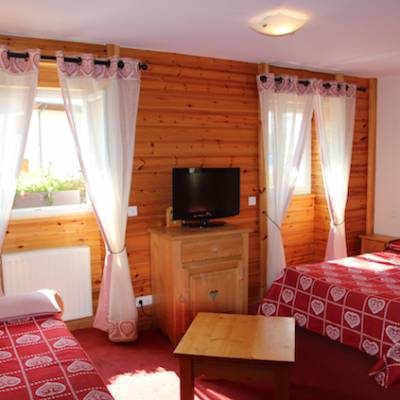 Hotel les Autanes in Ancelle in the French Alps family room pull out b