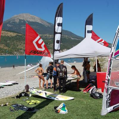 Windsurfing on lac du Serre Poncon in the Alps
