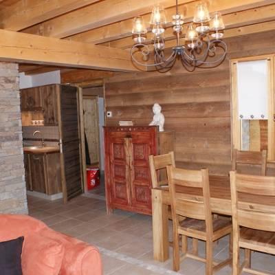 Picchuwasi luxury alpine chalet in Chaillol dining area