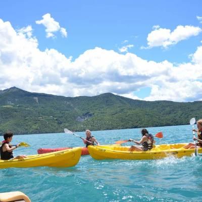 Lake-Kayaking-in-the-Alps--on-Serre-Poncon-lake.jpg