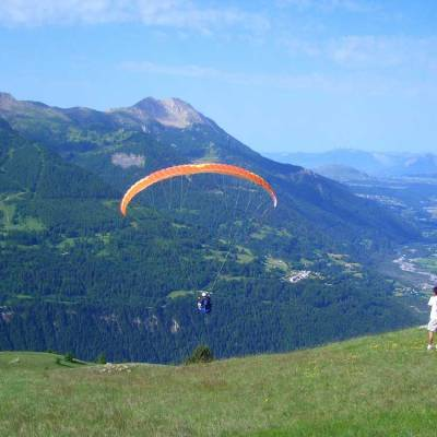 paragliding-in-the-southern-french-alps-on-a-summer-activity-holiday.jpg